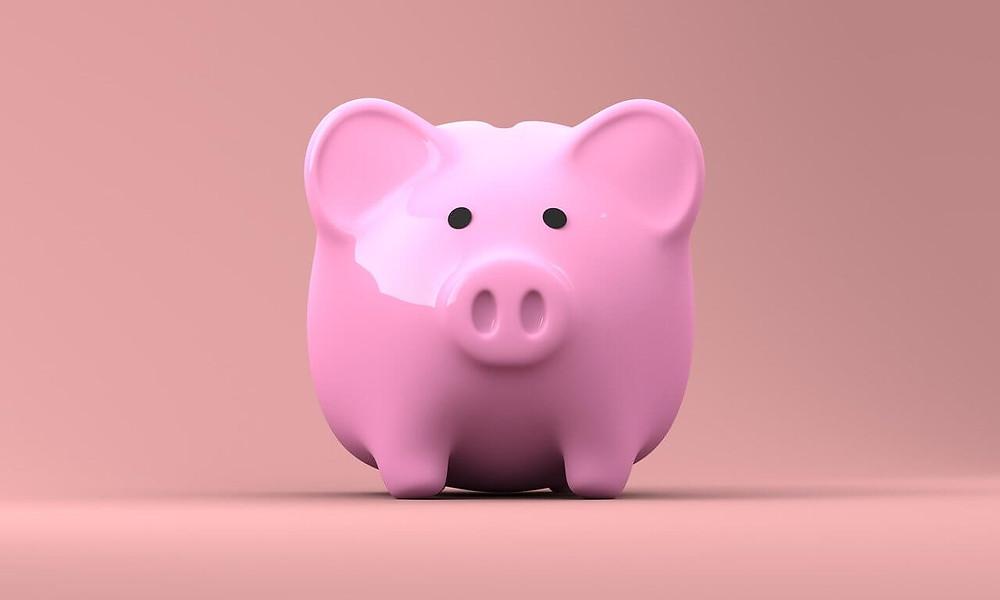salvadanaio rosa a forma di porcellino