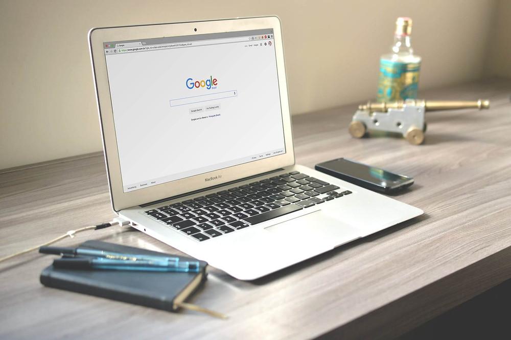 computer portatile con home page google