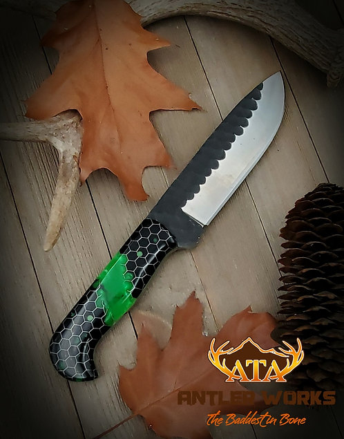 """Toxic"" hammered blade hunting knife"