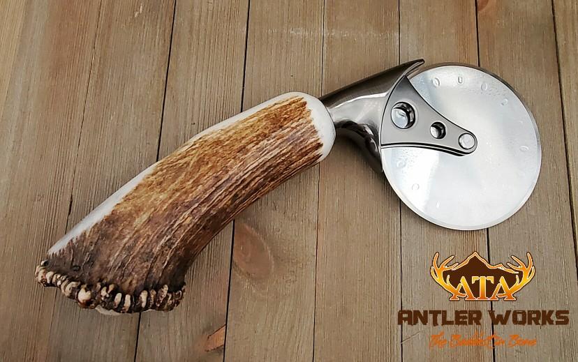 Elk burr pizza cutter