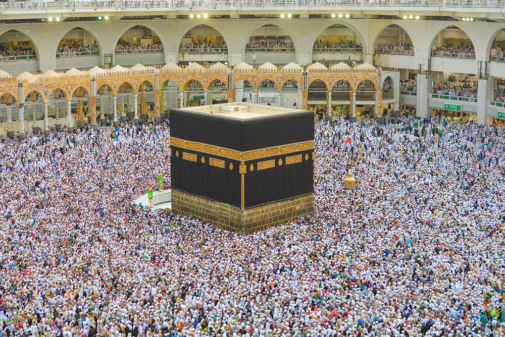 a bunch of people gathered around a place of worship in Islam in Mecca, Saudi Arabia, called Hajj, which is an image captured by Adli Wahid, unsplash.com