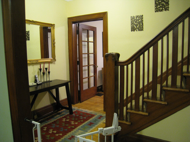 Entry and stairs to 2nd floor