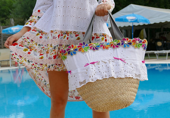 Bag in straw and Sangallo lace