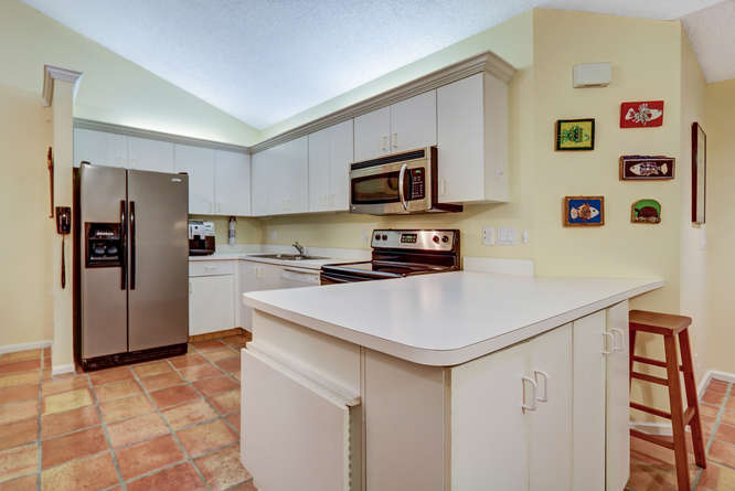 12600 Woodmill Dr Palm Beach-small-010-8-Kitchen-666x446-72dpi