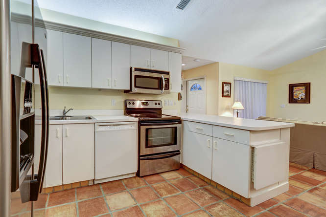 12600 Woodmill Dr Palm Beach-small-011-9-Kitchen-666x444-72dpi