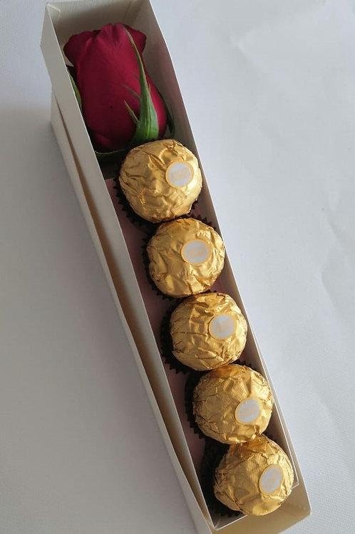 Rosa para mamá con chocolates Ferrero Rocher