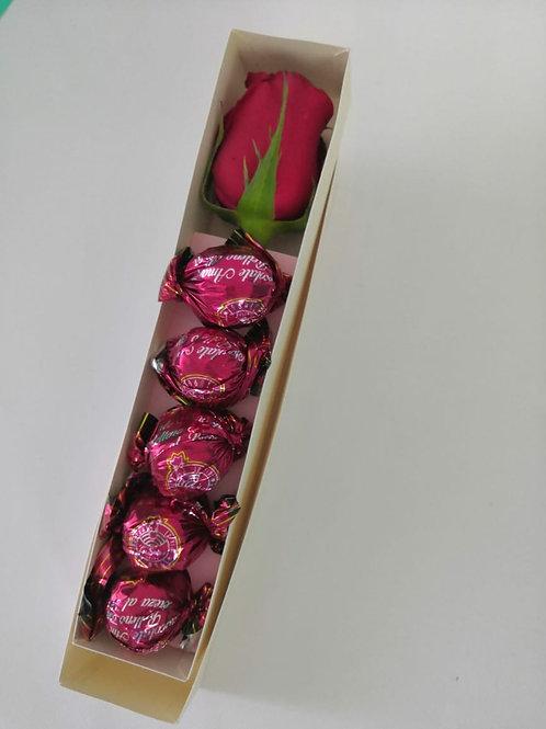 Rosa para mamá con chocolates La Suiza