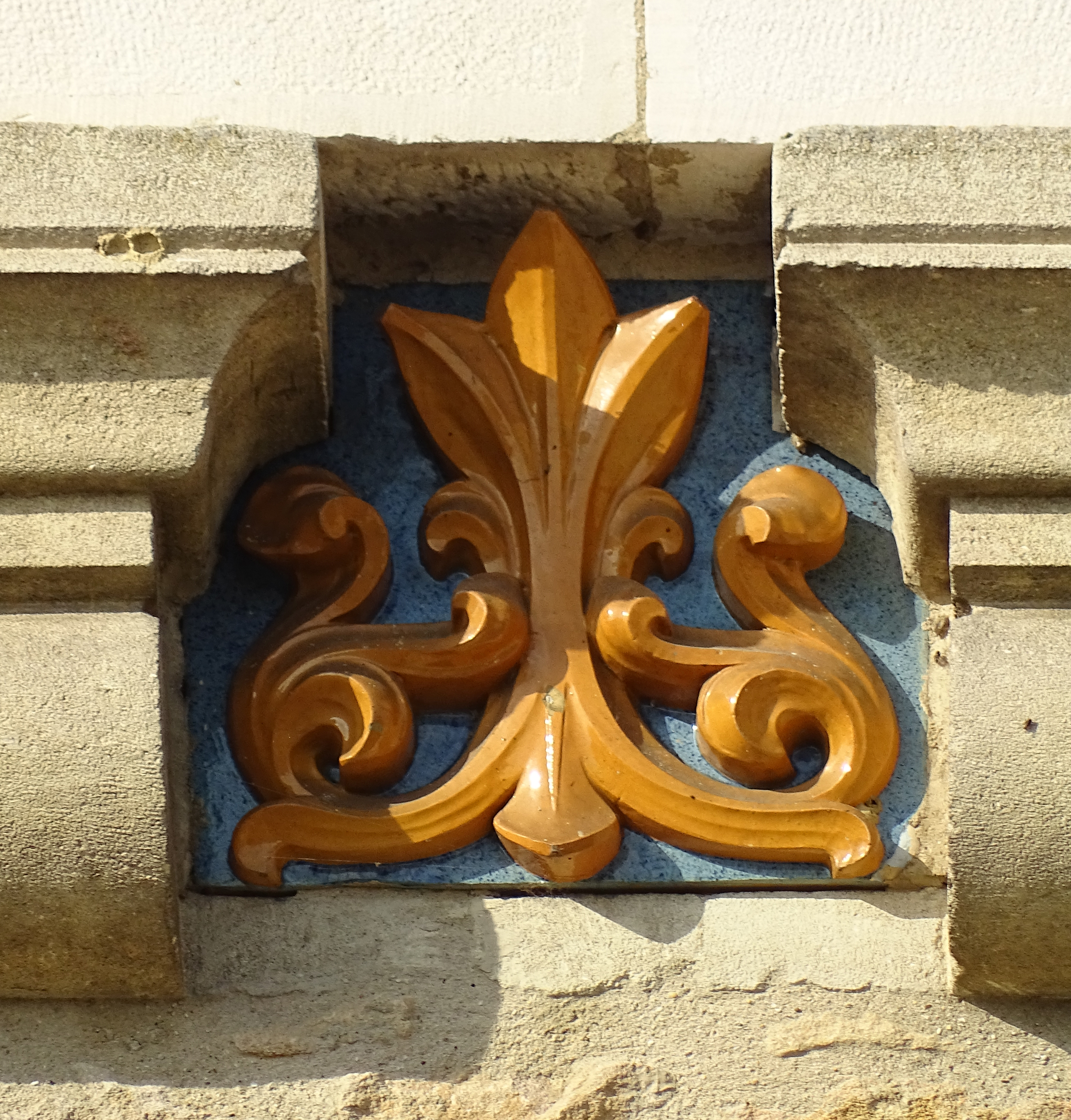 Céramique décorative église Saint-Mauric
