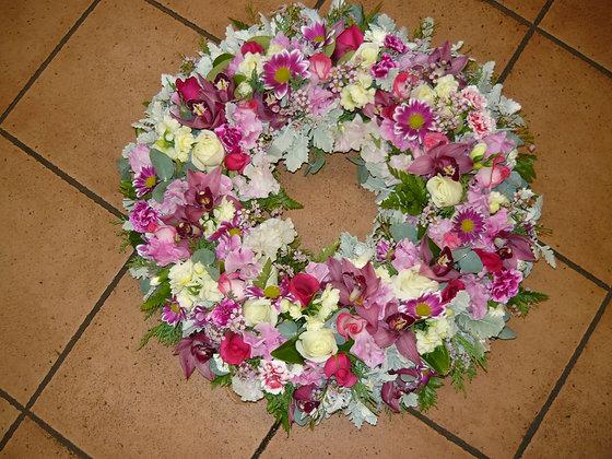Intricate beauty wreath