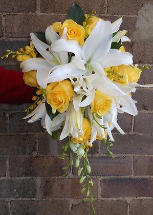 Contrast trailing wedding bouquet