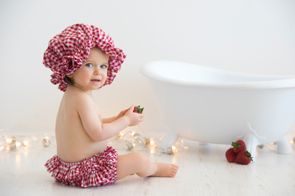 Strawberry cake smash bath
