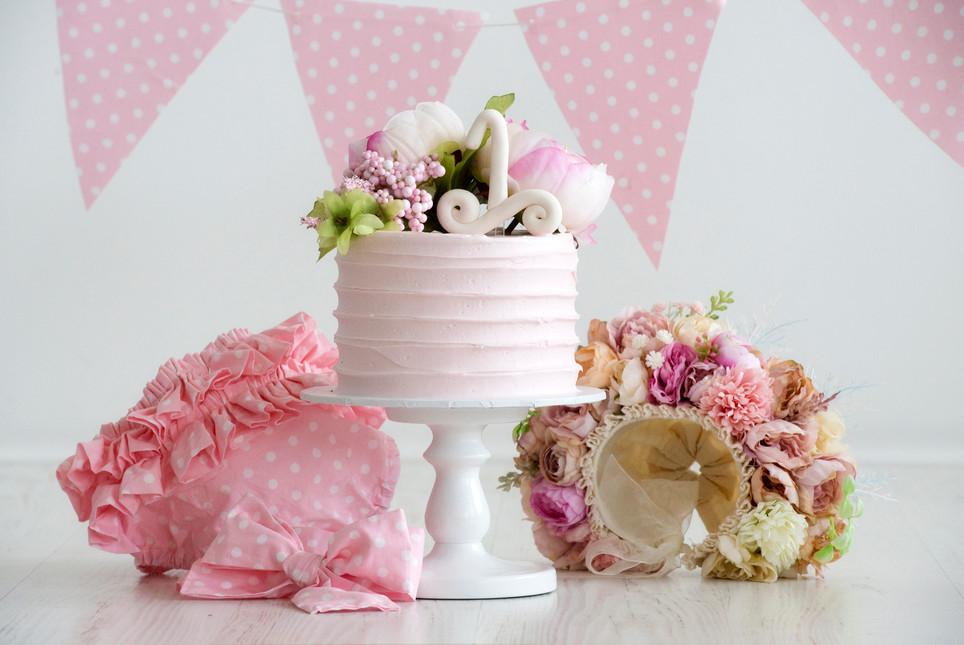 Cake smash Adelaide girl.jpg