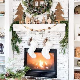 christmas-mantel-decorations-rustic-wood