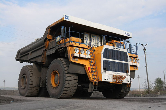 WORLD'S LARGEST DUMP TRUCKS - BELAZ 75601!!