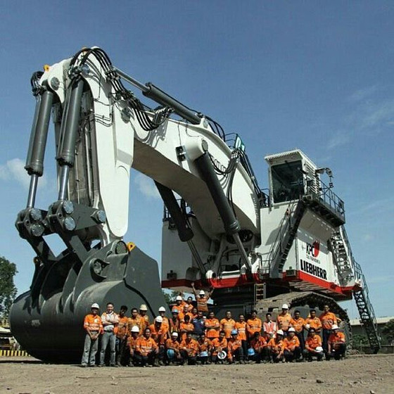 10 BIGGEST MINING EXCAVATORS – LIEBHERR R9800!!