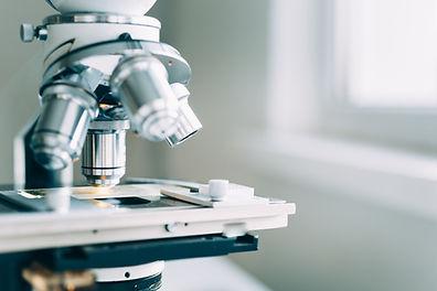 Mikroskop im Labor