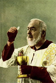 padre-pio-meditating-during-mass-on-the-real-presence-of-jesus-in-the-eucharist-during-mass-pamphlets-to-inspire