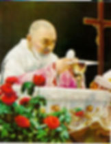 padre-pio-celebrating-mass-consecrating-host-during-mass-pamphlets-to-inspire
