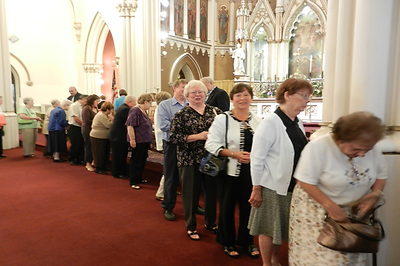 more-people-waiting-in-line-for-blessing-from-priest-after-padre-pio-mass-4-on-september-11-2011-pamphlets-to-inspire