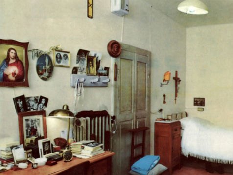 padre-pios-cell-at-san-giovanni-cell # 1-with-remnants-pamphlets-to-inspire