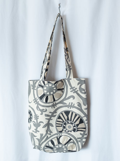 The Everyday Tote — Gray Medallion Print with Inner Pockets