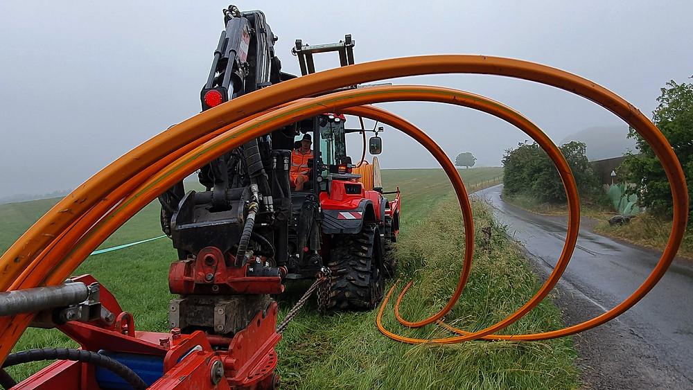 Kabelpflug erzeugt nur geringe Spur auch bei nassen Wiesen