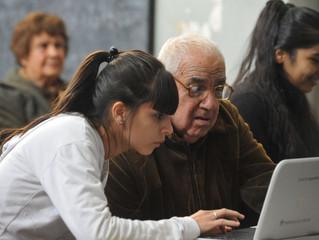 Dándole Voz a Adultos Mayores en las Redes de Comunicación Posmodernas