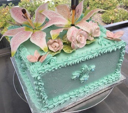 SQUARE WEDDING CAKE WITH HAND-MADE SUGAR