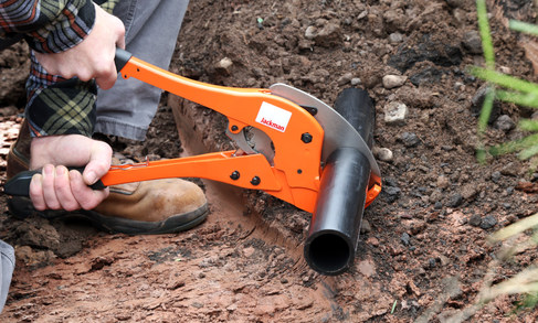 Ratcheting Pipe Cutter.