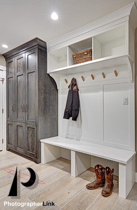 NAR Fine Carpentry, Inc. The TimsonEdenRonnie project Mud Room