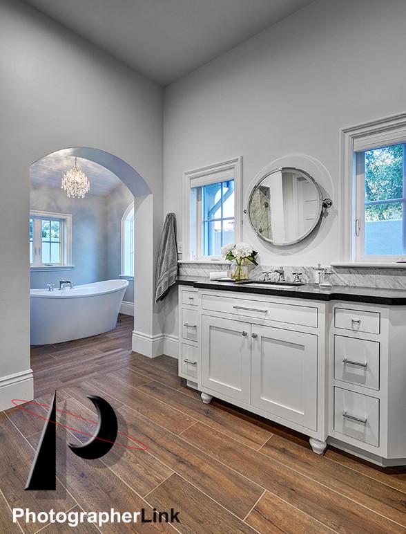 Danielle Petkus Design -  The Senda Roble project Bathroom