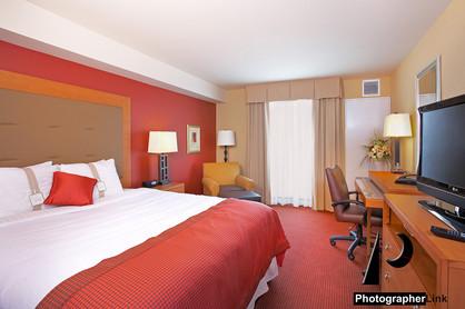 Holida Inn king suite