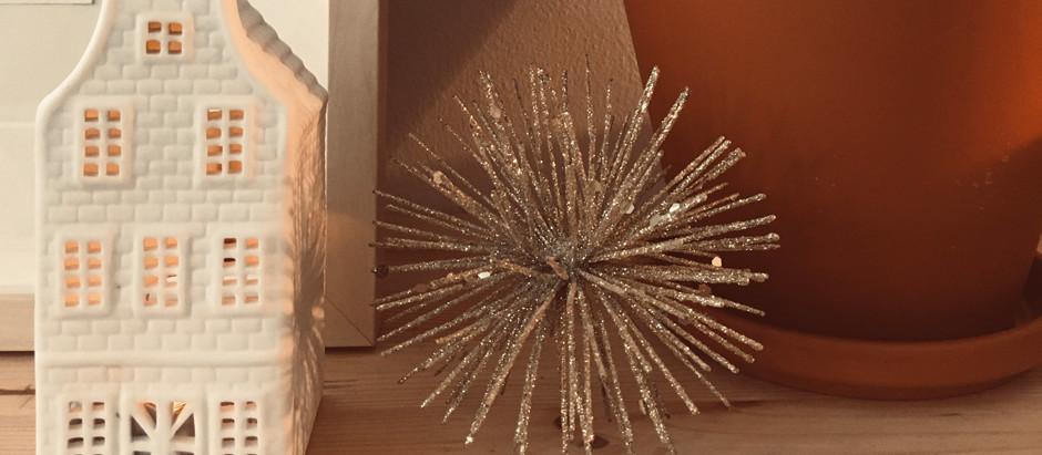 Weihnachtlich dekorieren - Glitzer ist da Pflicht - auch beim Adventskalender