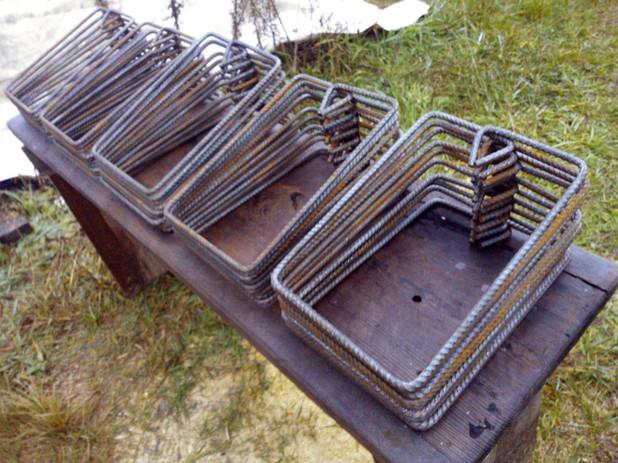 Хомуты имеют важное значение в железобетонных конструкциях, особенно небольшого сечения, как у нас (210х300 мм). Поэтому они должны быть качественно изогнуты.