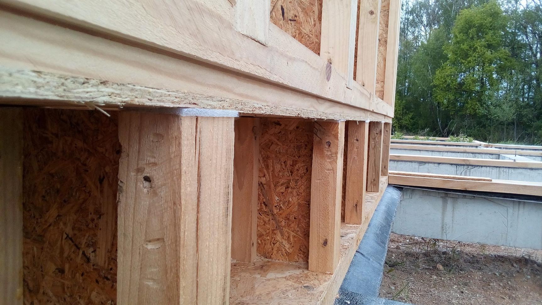 Так-же нижняя обвязка  имеет выбранную четверть для наружной обшивки ОСП некоторых участков стен.