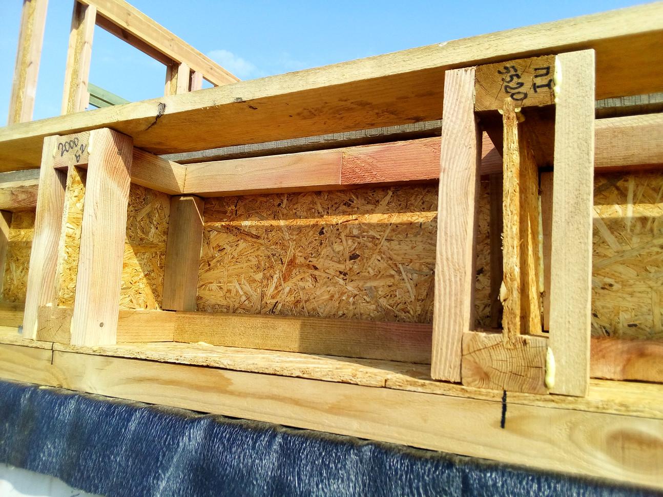 Нагрузку от всего дома необходимо передать на фундамент чем-то покрепче, чем ОСП в двутаврах перекрытия.