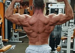 Nugaros raumenu pratimai sporto salėje