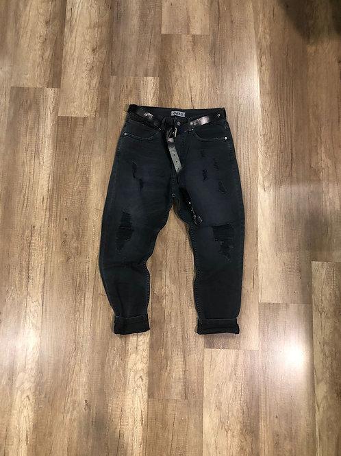 Jeans over D nero slavato con strappi