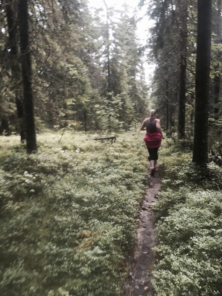 Siinä juoksee Heidi Vuokatin metsissä