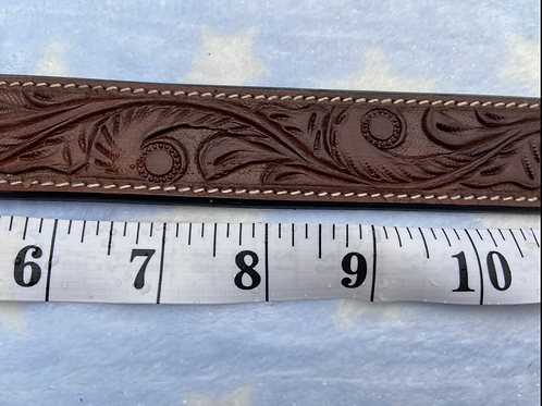 Stunning hand crafted leather collar.  Swirl design