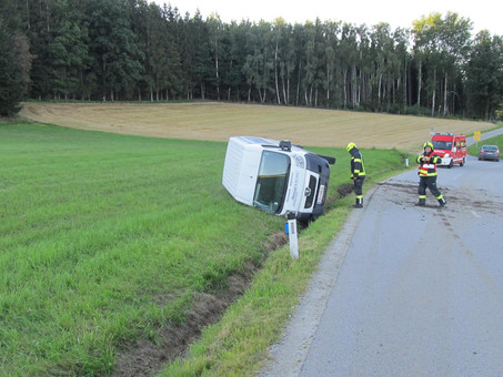 13-T12: Verkehrsunfall Aufräumarbeiten