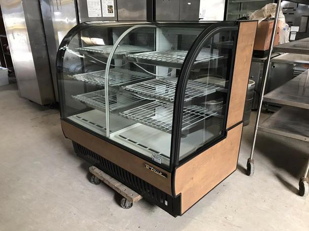 True TCGDZ-50 Dual Zone Bakery Case