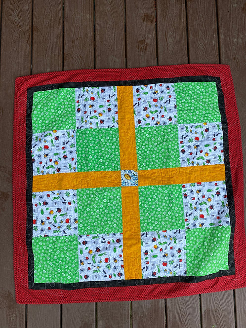 BUGS AND DAISY BABY QUILT