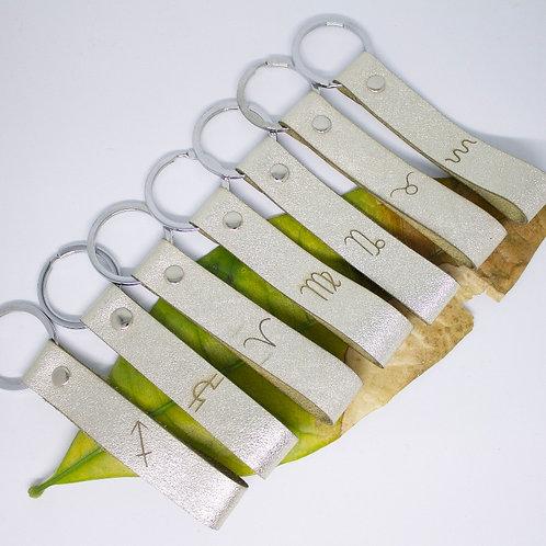 Echt-Leder Schlüsselanhänger mit Sternzeichen-Gravur (div. Modelle)