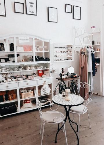 Kaffee trinken und gleichzeitig von österreichischen Jung-Designern shoppen