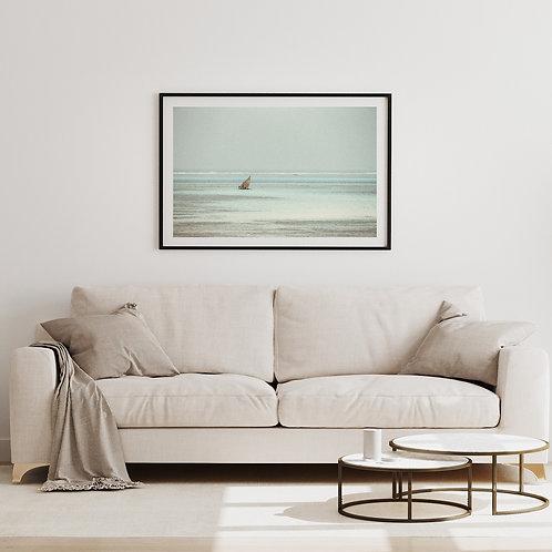 Boot im Meer (Weiß) Wandbild Wohnzimmer, Schlaf