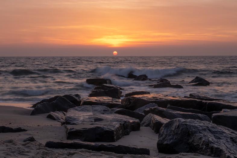 beach horizon sunrise.jpg