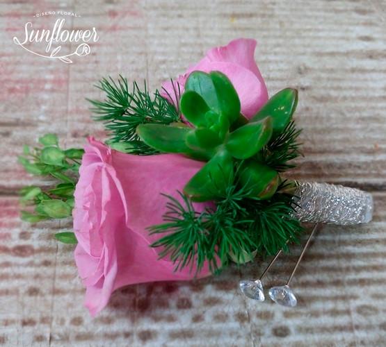 Botonniere rosa.JPG