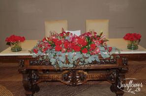 Mesa principal novios rosas rojas
