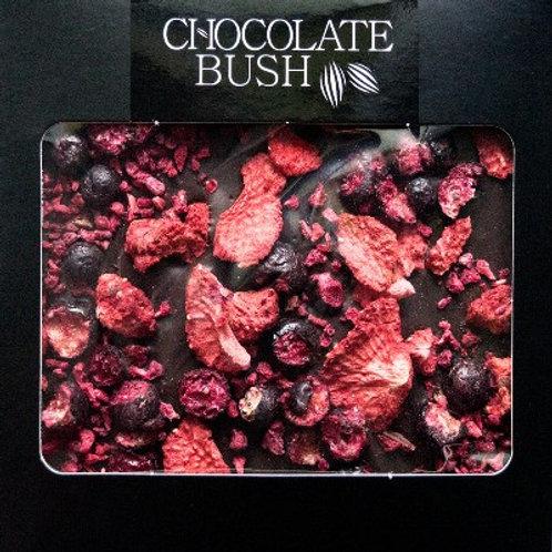 Czekolada gorzka z truskawkami, pistacjami i czerwonym pieprzem